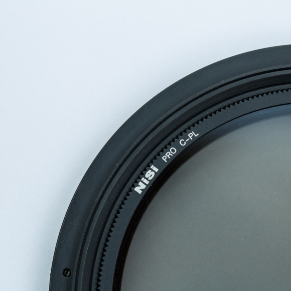 Polariser sits neatly inside adapter ring